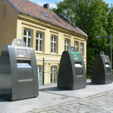 Smart waste containers